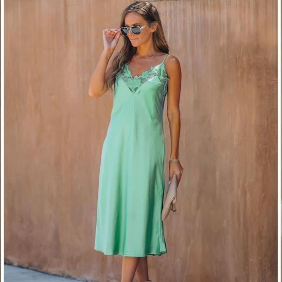 New VICI Green Ivy Satin Crochet Lace Midi Dress